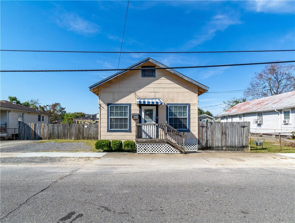 Residential for Active at 328 AVENUE A Avenue Westwego, Louisiana 70094 United States