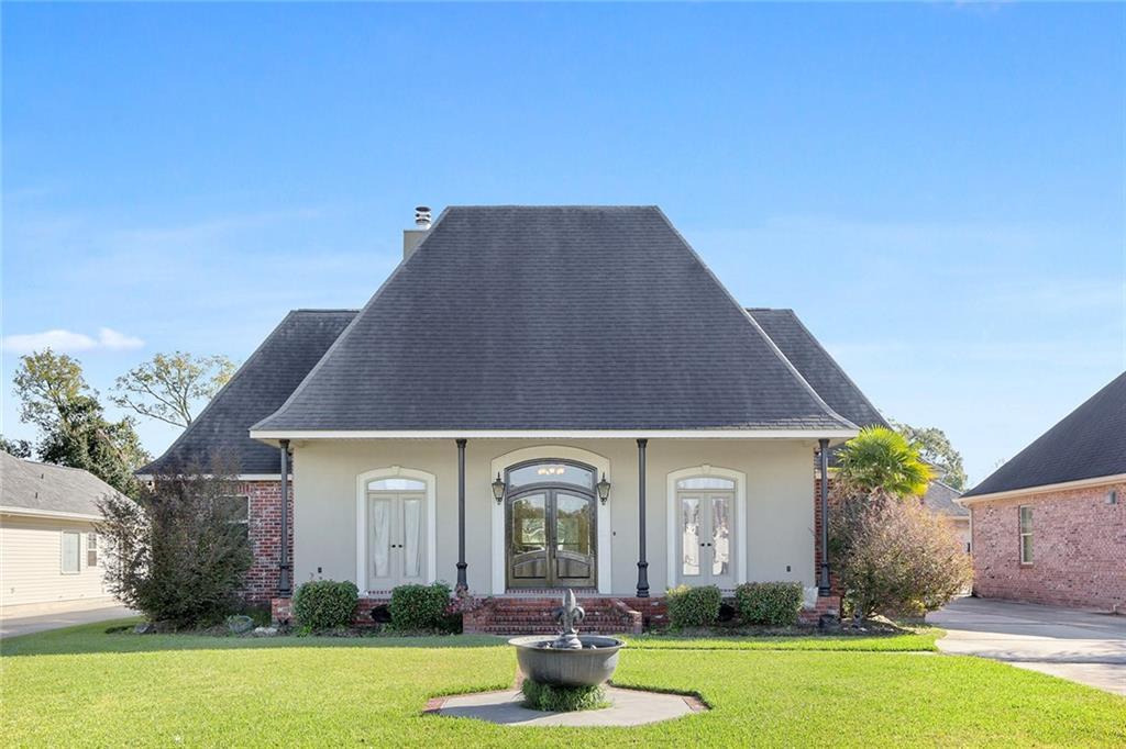 Residencial por un Venta en 114 OAKLAWN RIDGE Lane St. Rose, Louisiana 70087 Estados Unidos