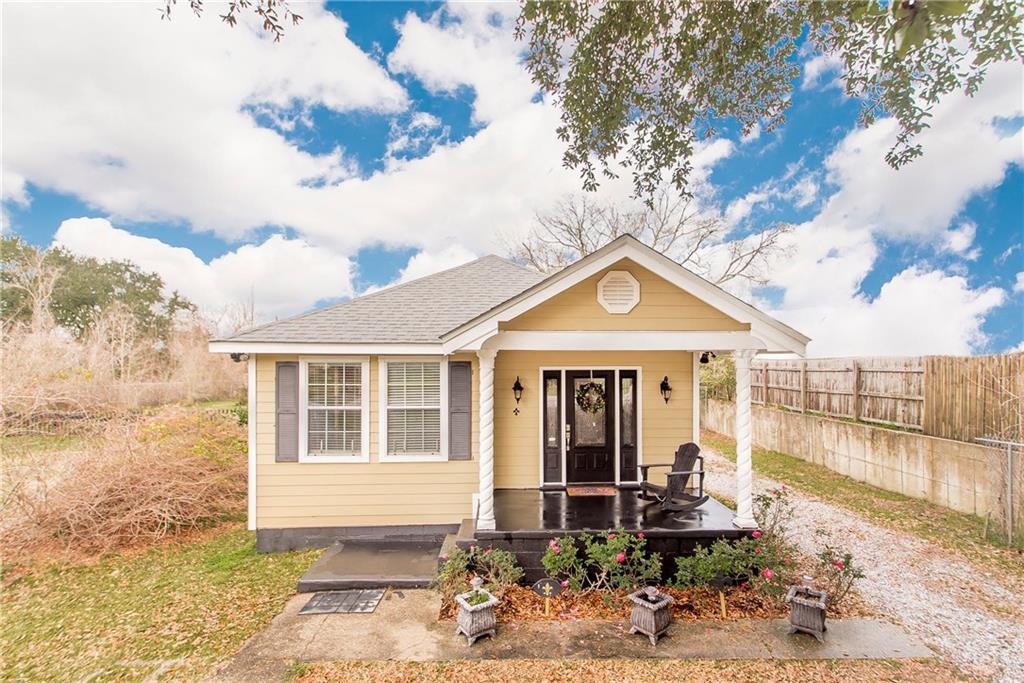 Residencial por un Venta en 909 BAYOU Road St. Bernard, Louisiana 70085 Estados Unidos