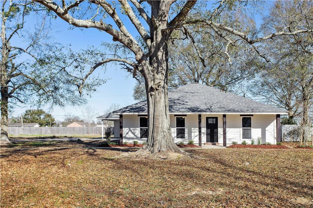 Residencial por un Venta en 40488 SYCAMORE Avenue Gonzales, Louisiana 70737 Estados Unidos