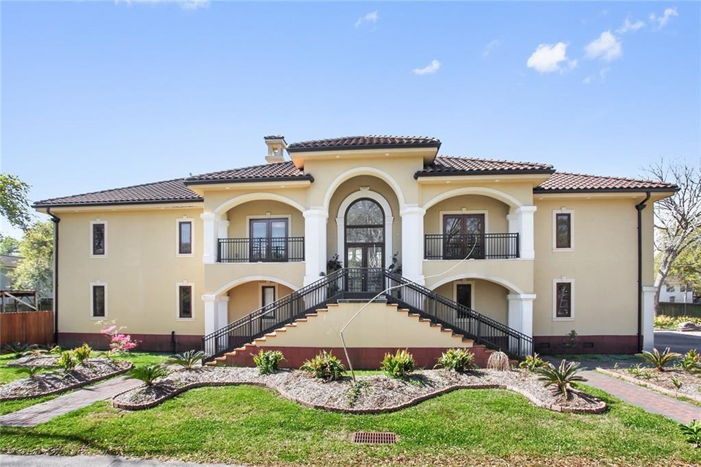 Residencial por un Venta en 10440 PEAR Street River Ridge, Louisiana 70123 Estados Unidos