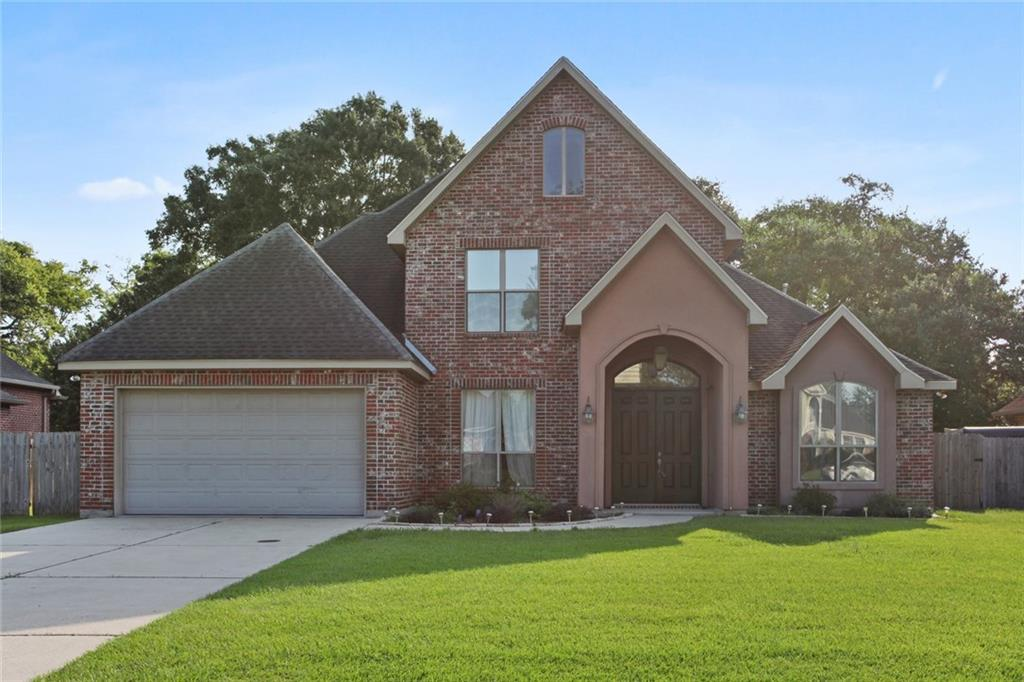 CUSTOM BUILT, 15 YEAR OLD HOME OFF OF RIVER ROAD IN RIVERWOOD ESTATES ON AN OVERSIZED, 80X140 LOT! LARGE GOURMET KITCHEN W/PLENTY OF CABINETS, LG CENTER ISLAND W/ GAS COOKTOP, GRANITE COUNTERTOPS, OVERSIZED WALK-IN PANTRY, SS KITCHEN AID APPL., BREAKFAST AREA, LG FORMAL DINING RM W/ WOOD FLOORS, SPACIOUS DEN W/ 18 FT. CEILING AND GAS STARTER FIREPLACE, PLENTY OF CROWN MOLDING THROUGHOUT. FIRST FLOOR MASTER SUITE, LG COVERED PATIO, AIR CONDITIONED DOUBLE CAR GARAGE&SPACIOUS YARD. FLOOD ZONE X.HOA $260/YEARLY