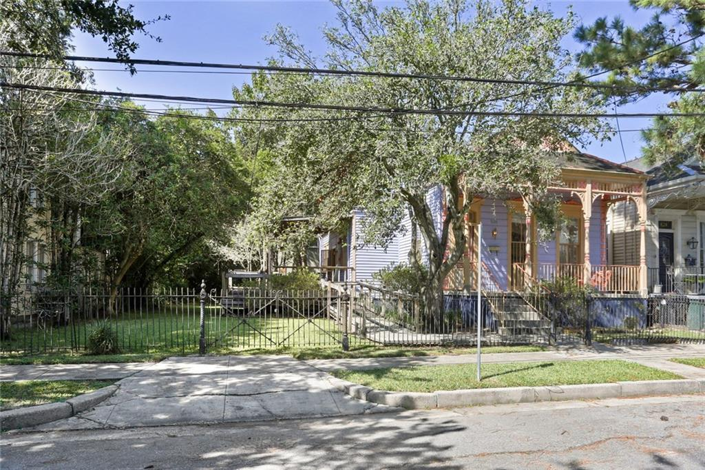 RARE RENOVATION OPPORTUNITY. FABULOUS UPTOWN DOUBLE LOT, ONLY BLOCKS TO AUDUBON PARK AND SHOPPING & DINING ON MAGAZINE ST. ONE STORY COTTAGE WITH BEAUTIFUL ARCHITECTURAL DEATAILS, INVITING FRONT PORCH, HIGH CEILINGS, WOOD FLOORS. HUGE YARD, X FLOOD ZONE. MAKE THIS YOUR NEW HOME!! FIRST SHOWING ON THURSDAY, OCTOBER 29, BY APPOINTMENT. ALL OFFERS TO BE SUBMITTED BY THURSDAY, NOVEMBER 5, PRIOR TO 1:00 PM AND TO BE GOOD UNTIL FRIDAY, NOVEMBER 6, AT NOON.