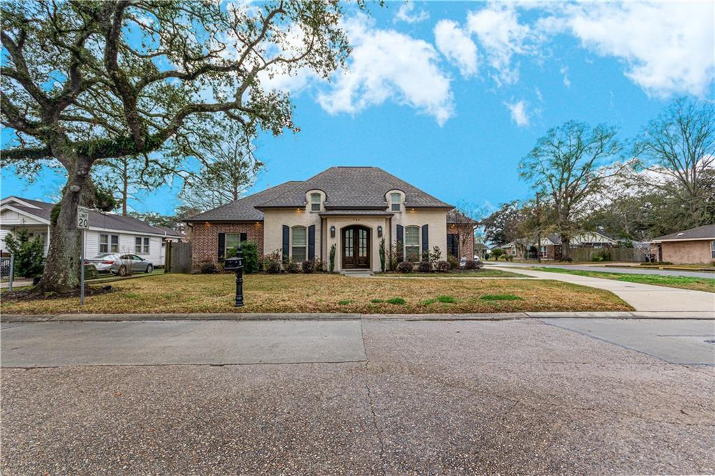 750 COLONIAL CLUB Drive, Harahan, Louisiana 70123, 3 Bedrooms Bedrooms, 8 Rooms Rooms,2 BathroomsBathrooms,Residential,For Sale,750 COLONIAL CLUB Drive,2284258