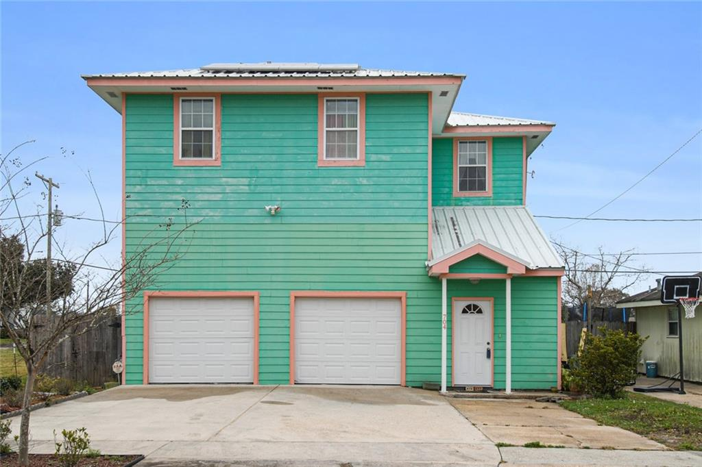 704 COUGAR Drive, Arabi, Louisiana 70032, 3 Bedrooms Bedrooms, 8 Rooms Rooms,2 BathroomsBathrooms,Residential,For Sale,704 COUGAR Drive,2284188