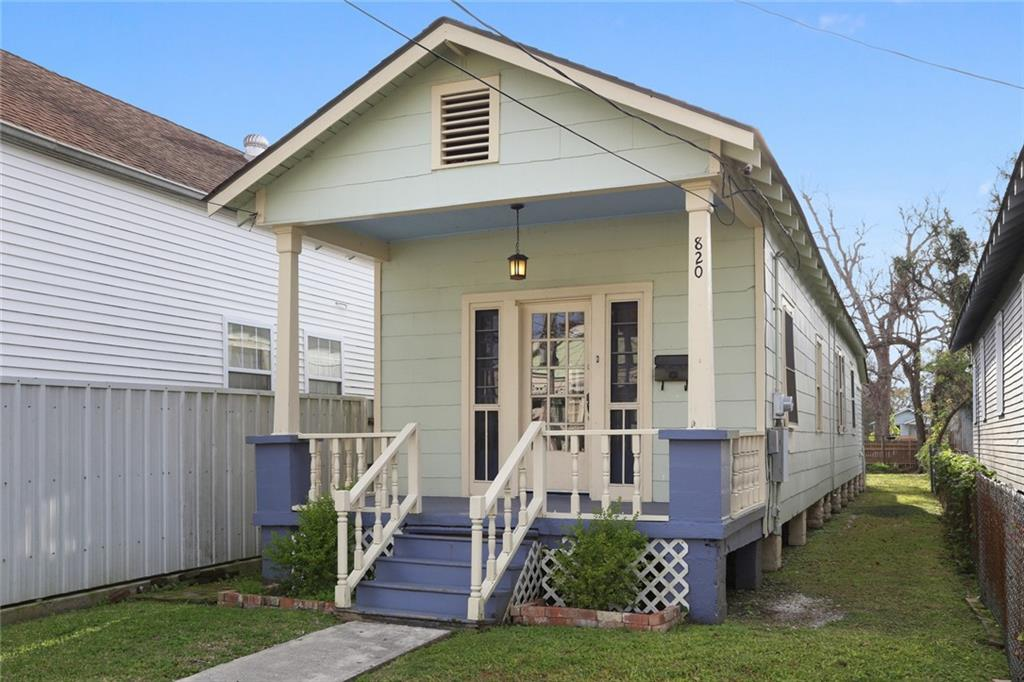 820 DERBIGNY Street, Gretna, Louisiana 70053, 5 Rooms Rooms,Commercial Sale,For Sale,820 DERBIGNY Street,2284309