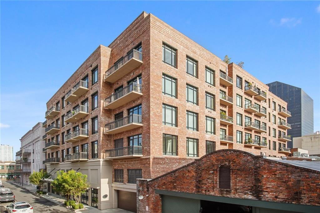Walk or Bike Everywhere! This Fabulous Two Bedroom Two Bath Condominium in an amazing building (with lots of amenities) in the direct heart of the Warehouse & Arts District! One Deeded parking spot (30K) and One Assigned parking spot. From the Wolf & Subzero appliances and huge kitchen bar to the Large Carrera Marble Baths with Huge showers, Standby Generator that takes care of the entire building, Dog run, Pool/Entertaining and Amazing 360 Views of our City makes this unit priced below Value a Super Deal!