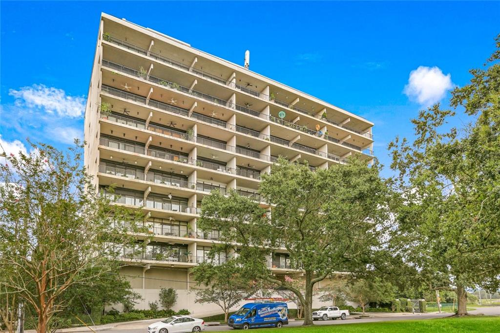 Rare opportunity to own a condo on the 6th floor with River and City views. This unit has been combined with unit #604. It can be sold together or separately with Unit # 604 (MLS# 2310717) Some features are private balcony, gym, roof top pool, common area room, assigned garage parking for one car, building has generator.