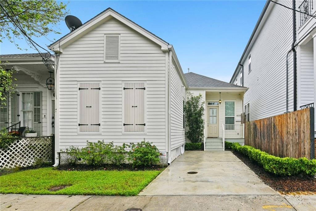 LOCATION, LOCATION, LOCATION!! One block to Magazine St, restaurants, shopping, bars and of course Mardi Gras!! Total renovation in 2013,  this adorable well maintained cottage features harwood floors throughout, high ceilings, crown molding, tons of storage & natural light, sought after OFF-STREET PARKING, terrific floorplan with open kitchen/living in the rear with french doors leading to your back yard. Gorgeous Primary suite has spacious walk-in closet and spa like bath! X flood zone!