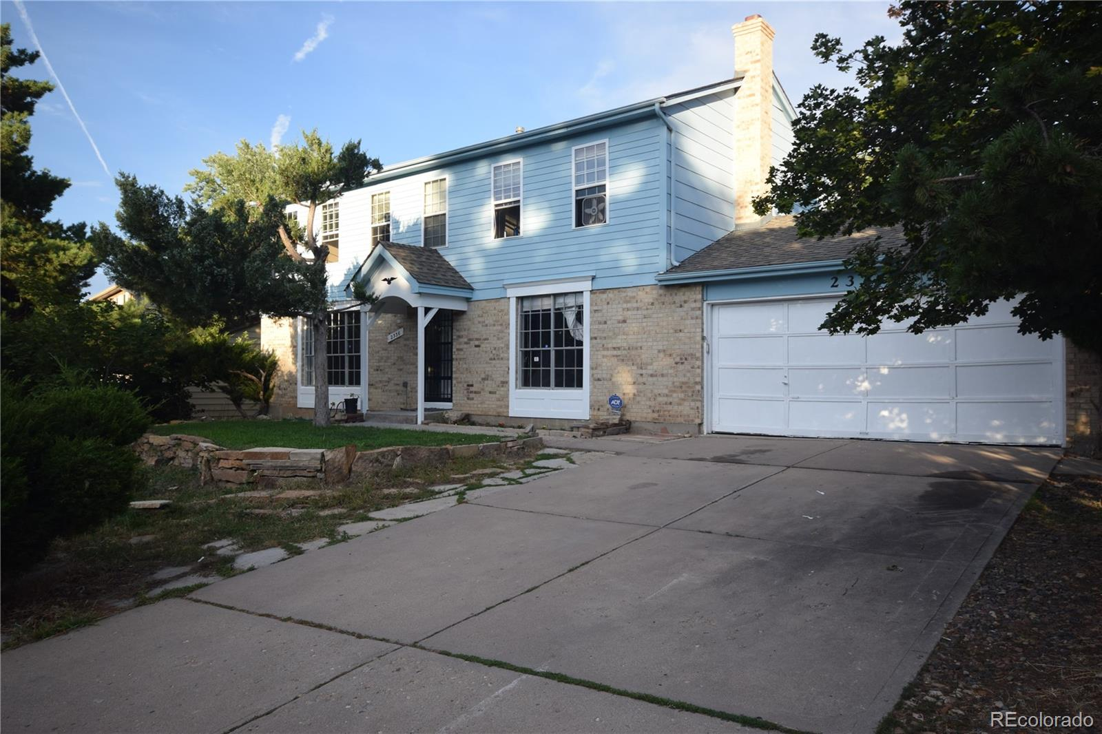 Large home,sun room,2 car garage,fenced yard.large den and living room.quick close.