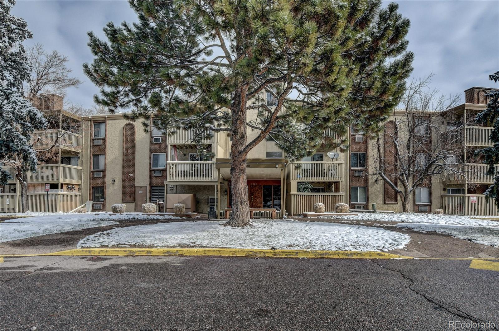 LOCATION! LOCATION! LOCATION! Cherry Creek Schools! Perfect for owner occupancy or investment. Updated Bathroom, Kitchen with nice ceramic backsplash and stainless steel appliances. Nice flooring throughout. Very clean and move-in ready unit on the second floor! HOA covers heat, water, trash, clubhouse, 2 pools, and 24 hours security. Don't miss your opportunity to own your own home in the Denver market! Centrally located, I-25, I-225. In close proximity to Downtown and DTC, hospitals, shopping, food, and entertainment.