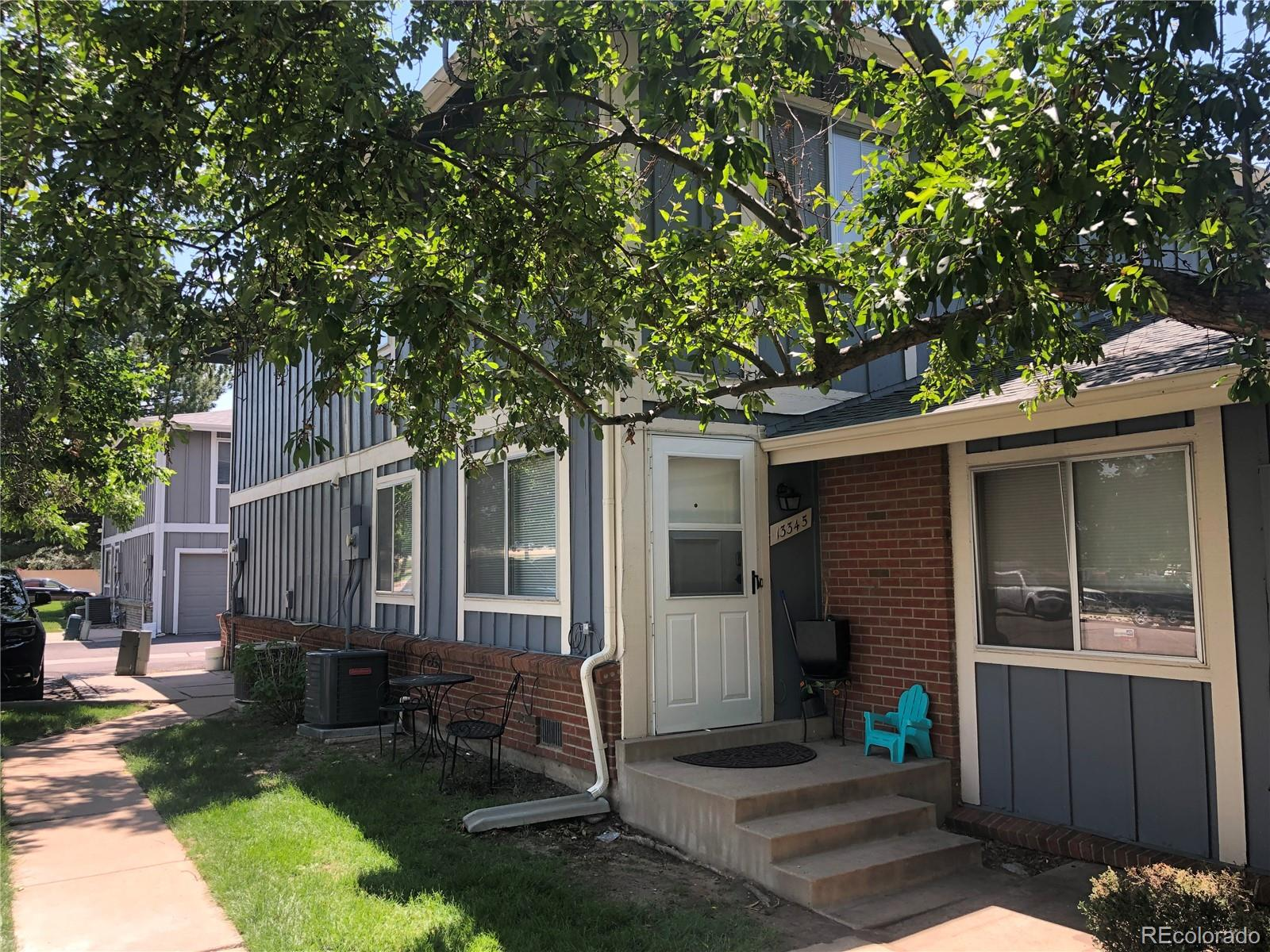 PRICE REDUCED! Seller is motivated,  Great unit, totally remodeled, lost of upgrades, this beautiful townhome is waiting for the first time home buyer, The kitchen also boast  a pantry and laundry area, There is a new water heater and the AC is only 2 years old, bring your buyers today and make this your home. Sellers are saying that the HOA fee went down from $300 a month to $290 a month buyers and buyers agent to verefied this info.