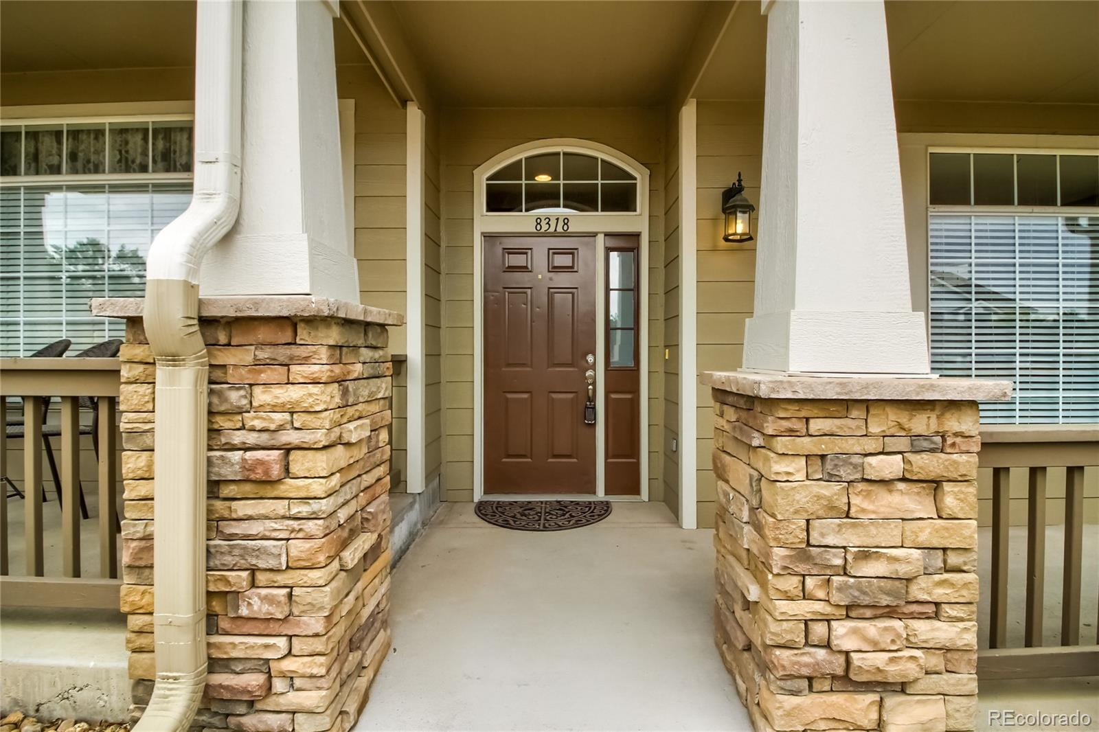 Centrally located townhouse with two master suites. 2 car garage with overhead storage. Kitchen opens to eating area as well as living area. This is a rare end unit with very large windows and large vaulted ceilings. Close to C 470 and a short drive to Park Meadows Mall.