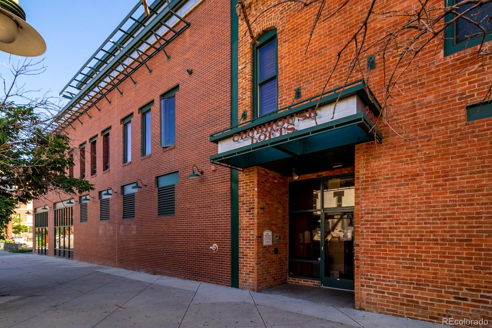 This 2 bedroom condo is exactly what you are looking for in the heart of LoDo! Walking through the front door, you'll notice that the condo opens up into a great living space with an amazing kitchen. The private balcony is awesome for entertaining guests and utilizing the hot tub. The downtown views are spectacular. You'll also have your choice of bars, restuarants, entertainment, and Coors Field all within an easy walking distance.