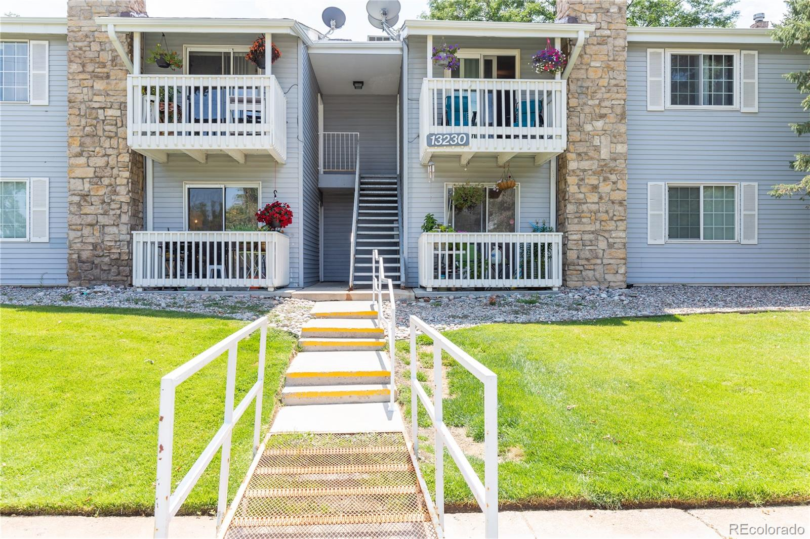 Spacious 2 Bed + 2 Bath condo at Brandychase with updated bathrooms, electric fireplace and well maintained. It is minutes away from hospitals, light rail, highway, parks, bike path and located in the cherry creek school district. This well priced condo won't last.