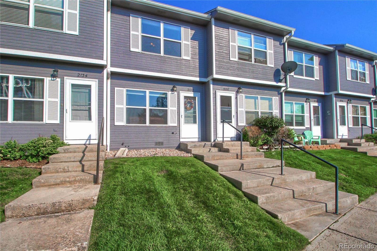 This well cared for 2 bedroom 2 bath townhome is the perfect starter home. Located just off Plum Creek you have easy access to Downtown Castle Rock to enjoy great food and great shopping. This hidden gem is a first time buyers dream for under $300k. This unit has prime parking and features 2 spots right in front. Located moments away from I-25 for quick access to Colorado Springs or Denver.