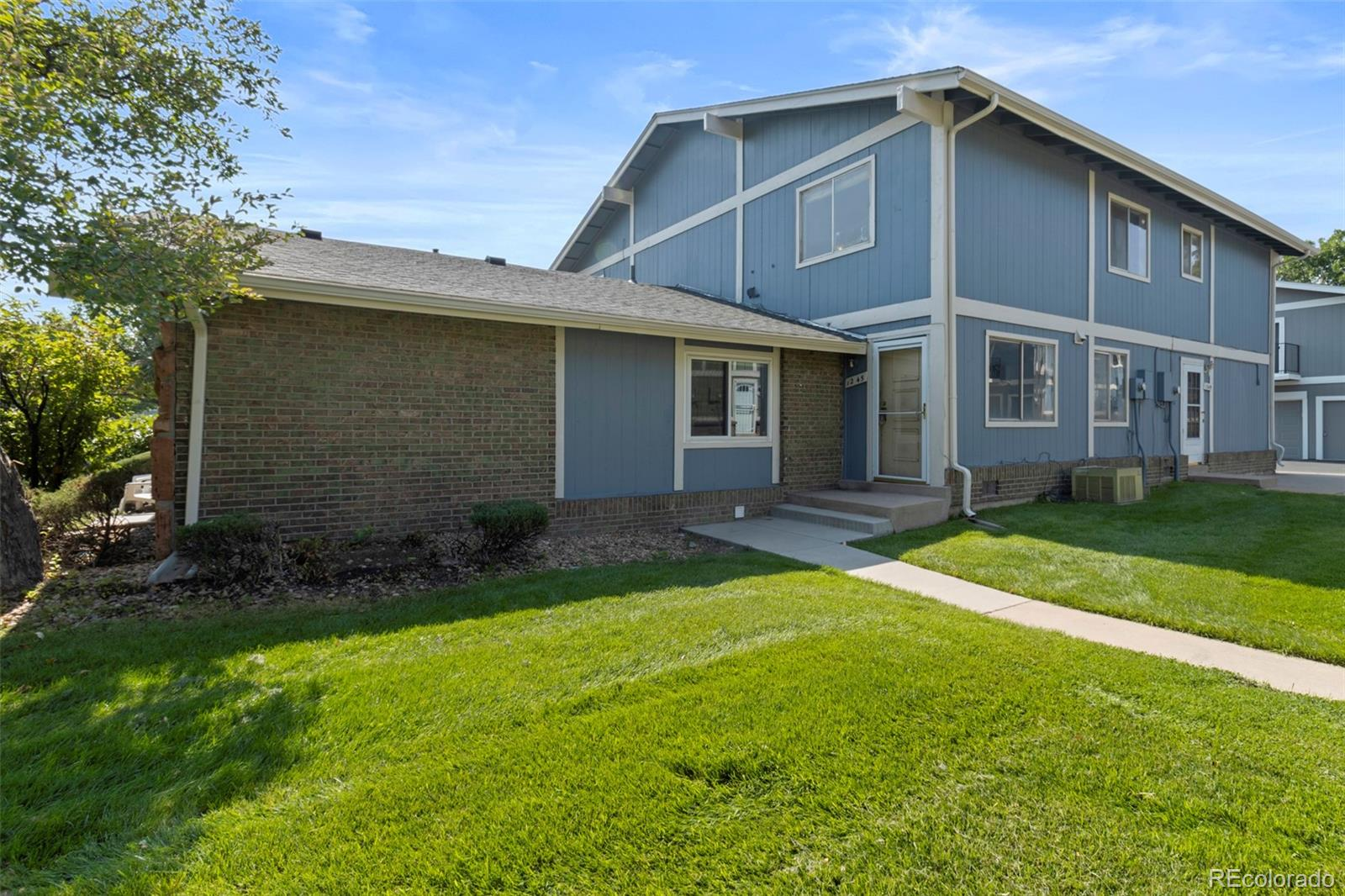 Awesome investment opportunity! This two-story townhome, with no one above or below you, located right in the heart of Aurora, features an open floor plan, spacious walk-in closet, and tons of beautifully landscaped open space right outside the front door. Close to shopping, dining, I-225, light rail, bus line, Anschutz Medical Campus, Medical Center of Aurora, and Cherry Creek State Park. Can't beat this location - come check it out!