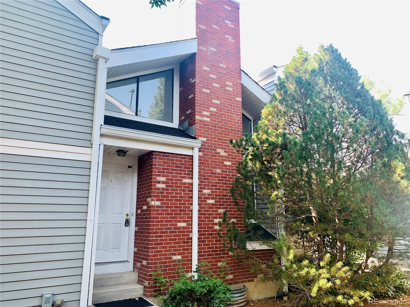 If you would like to be only a few minutes away from the golf course, this 1 bedroom, 1 bathroom townhome in the Chesapeake Townhome subdivision is for YOU! Featuring a large living room with high, vaulted ceilings and a wood burning fireplace and a balcony/deck off of the dining room, a SECURE under-unit 1-car garage. The loft style Master Bedroom overlooks the living room & fireplace. The washer & dryer is located in the carpeted laundry room in the basement. It also comes with a 1-year HOME WARRANTY! Located within a 2-minute drive to the Aurora Hills Golf course and the Highline Canal trail. Shopping centers within a 5 minute drive and RTD is a short 3 minute walk.  Also close to I-25 (5-minutes), downtown Denver (15-20 minutes), Highline Canal trail head, Anschutsz Medical Center, Children's Hospital, Community College of Aurora and I-225. This townhome is a great location for a healthcare professional, student or anyone who wants to be minutes from all the fun and action Denver has to offer!!!
