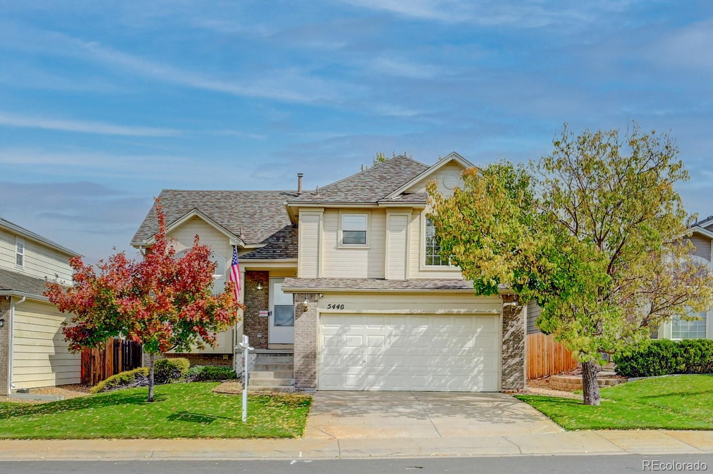 Great home in Saddle Rock Ridge neighborhood! Tri-level home with 3 bedrooms and 2 bathrooms with updates.  Walk into an open and airy floor plan with vaulted ceilings in the living room and kitchen with room for a dining table.  Kitchen opens up to the family room with a fireplace .  Buyers have a chance to finish the basement on their own. Backyard has a nice concrete patio for relaxing or entertaining. This is well taken care of, and ready to go! This family friendly community It's located in Cherry Creek School District and minutes from Southlands shopping, dining and entertainment with quick access to E-470.