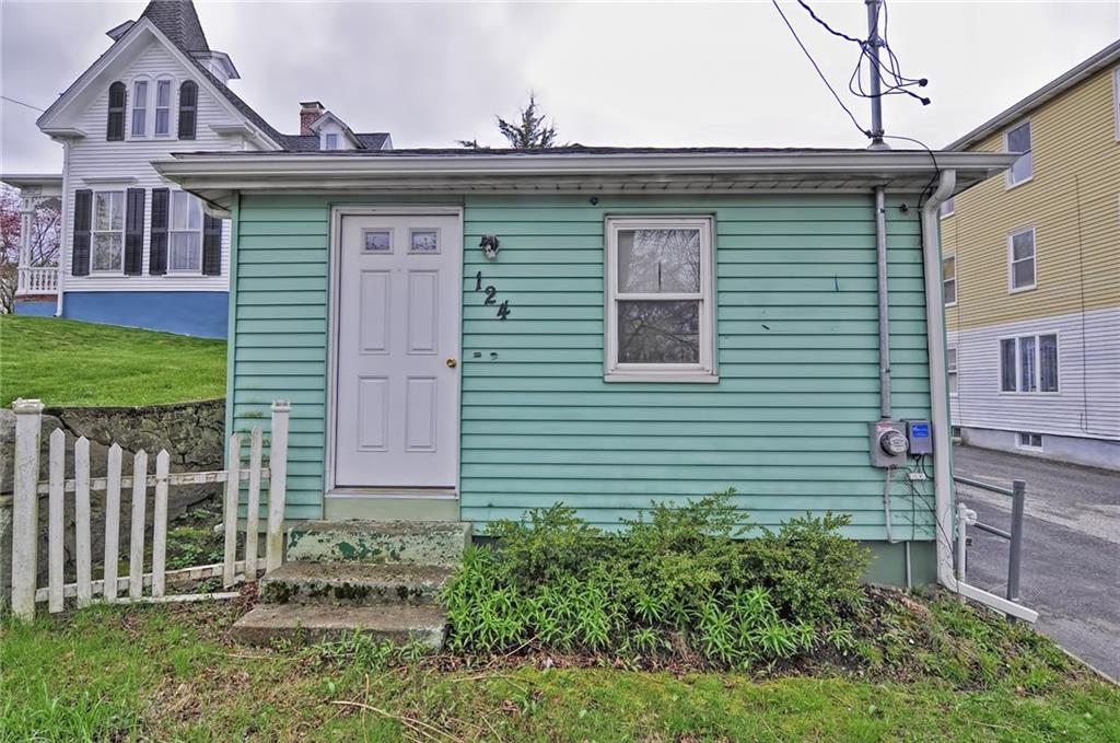 Bring your vision to this little cottage located minutes away from Downtown Bristol and the Bike path and all that Bristol has to offer.
