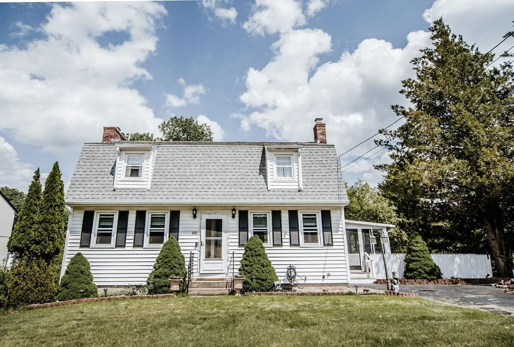 Call this beautifully modern renovated Cottage your new home! 3 spacious bedrooms,  open concept kitchen, dining and living space. Home offers 2 renovated bathrooms. Finished lower level with a with a full walk out to the yard. Home is move in ready.