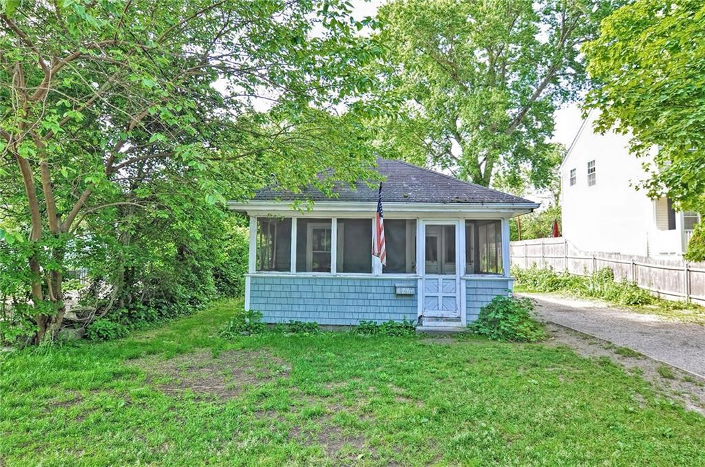 Welcome to the Narrows. Bring your remodeling ideas to this little cottage seconds away from Mt. Hope Bay where you can go fishing, swimming, kayaking and so much more. This single  level cottage has so much potential with a Living Room, 2 Bedrooms, Kitchen and Laundry Room.