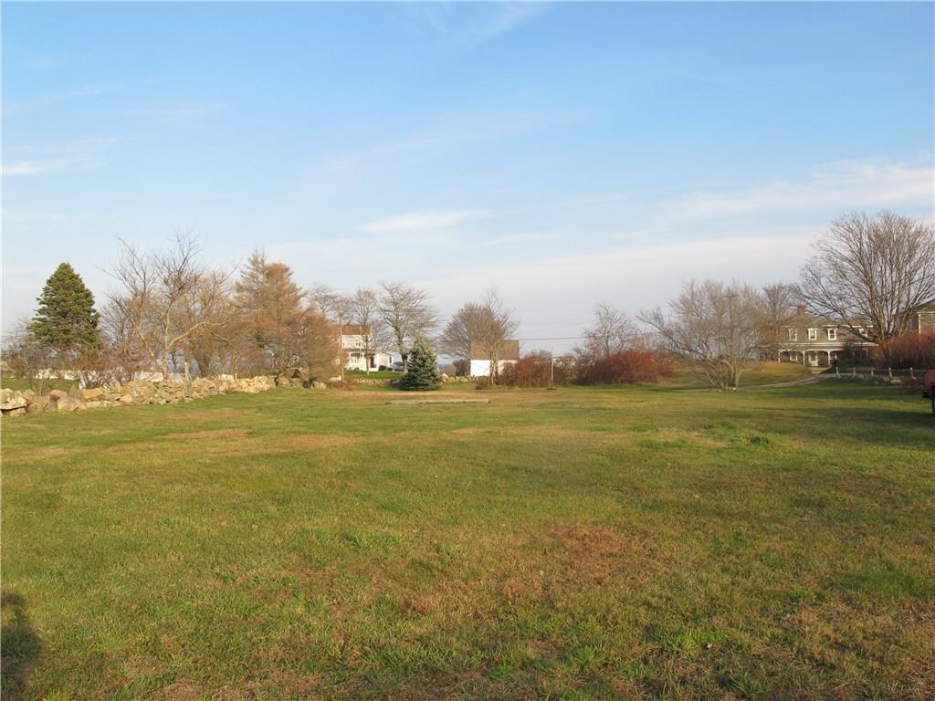 Wonderful location for this level building site with potential Great Salt Pond views.  Easy walk to New Harbor marinas/restaurants, town recreation park and Crescent Beach.  Residential B zone.
