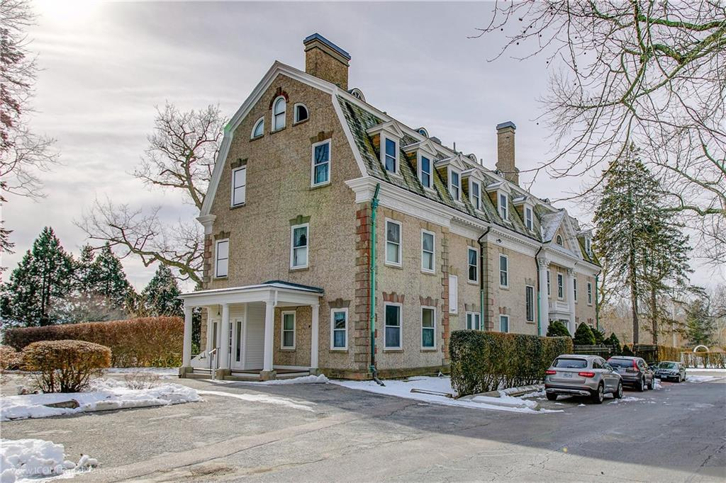 1 Oakwood Terrace 6, Newport, RI 02840