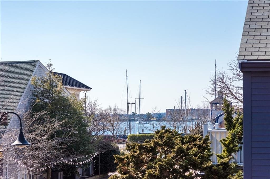 132 Swinburne Row, Newport, RI 02840
