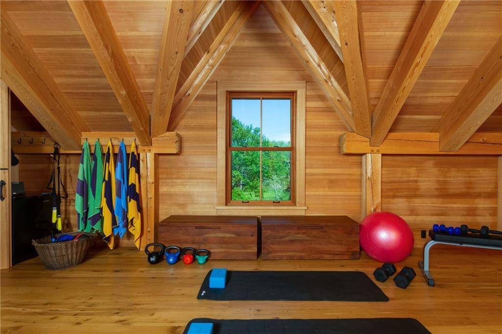 Pool Hose - New Red Cedar Roof - White Cedar Shingles - Full Laundry - Washer/Dryer - Outside Cedar & Ipe Shower