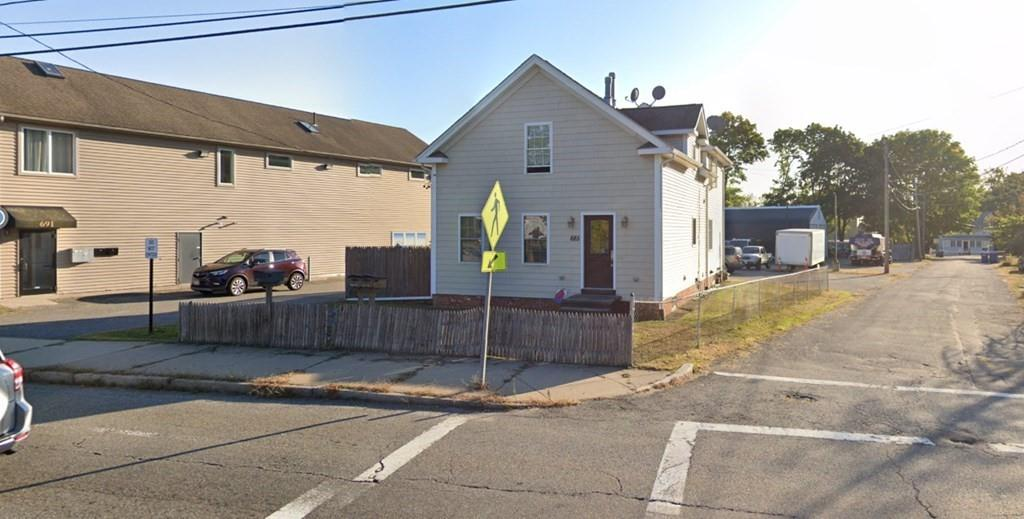 Second floor apartment now available for rent in Seekonk, MA! Minutes away from highway access, shopping plazas, restaurants and more. 2 Assigned parking spaces, more parking available for guests. 1 bedrooms, 1 full bath, eat in kitchen, living area.