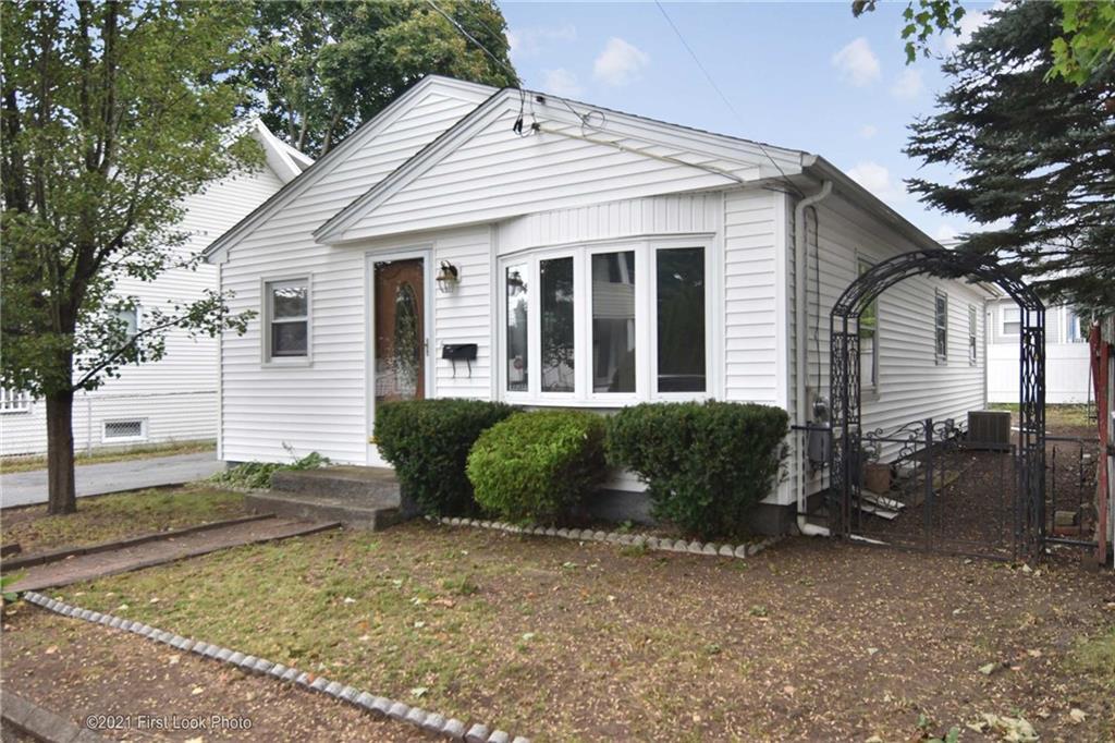 198 Oakland Avenue, Pawtucket, RI 02861