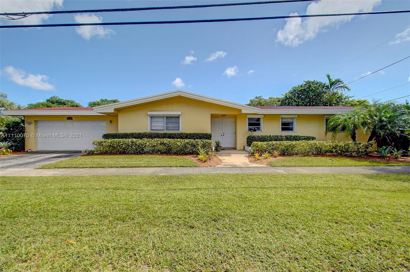 1121 N 40th Ave  For Sale A11110070, FL