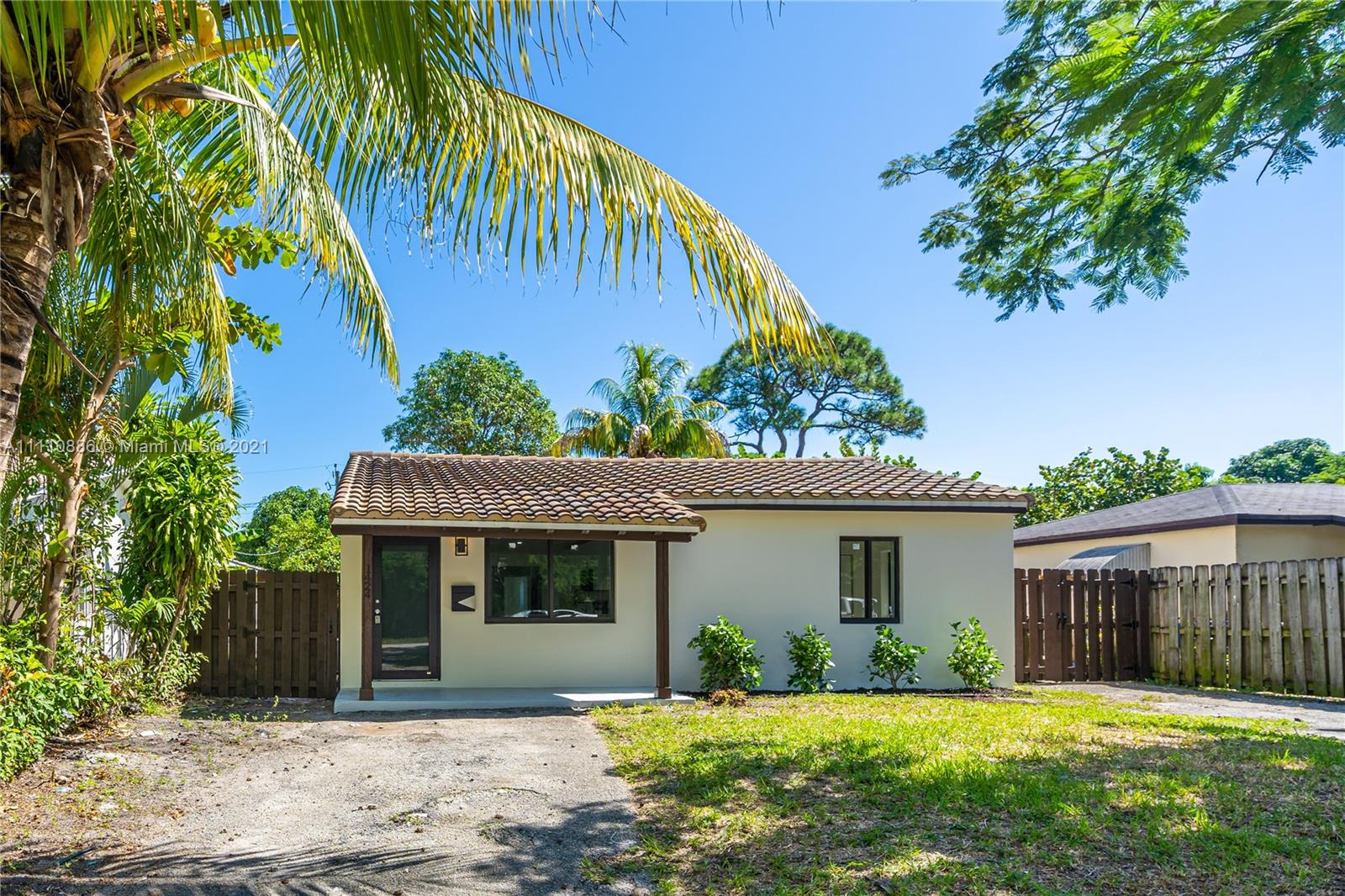 1424 NE 1st Ave  For Sale A11110886, FL