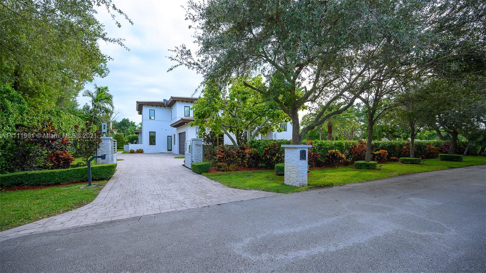5946 SW 108th St  For Sale A11111991, FL