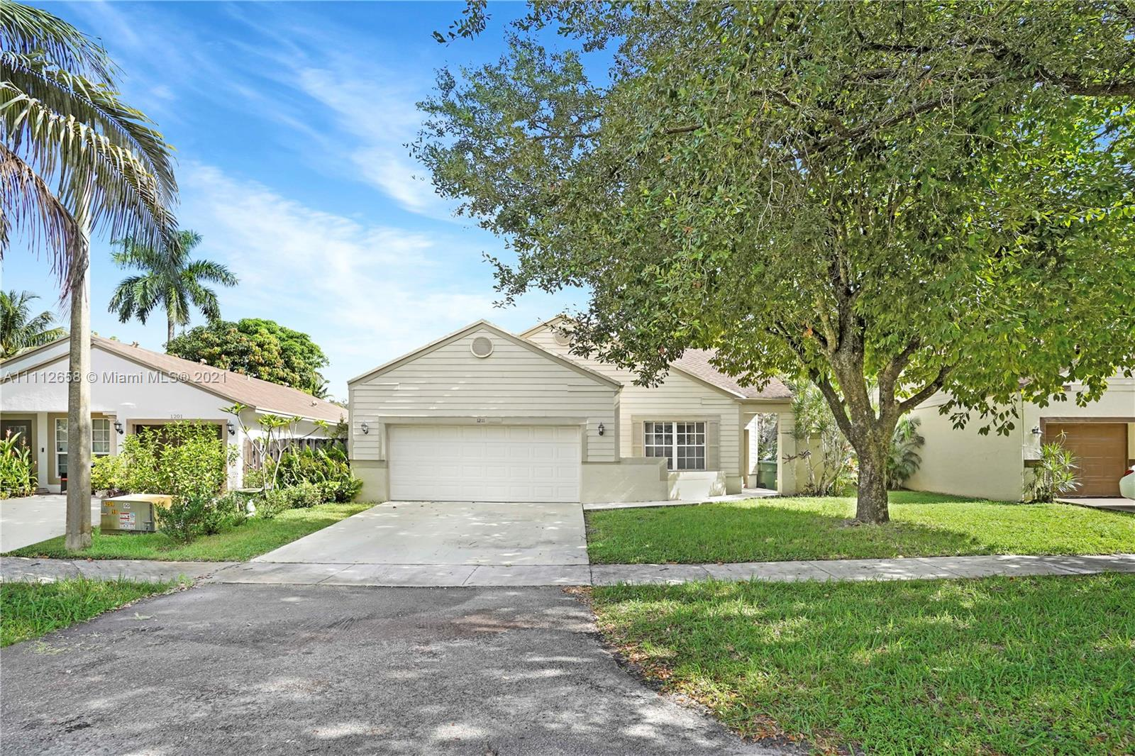 1211 SW 84th Ter  For Sale A11112658, FL