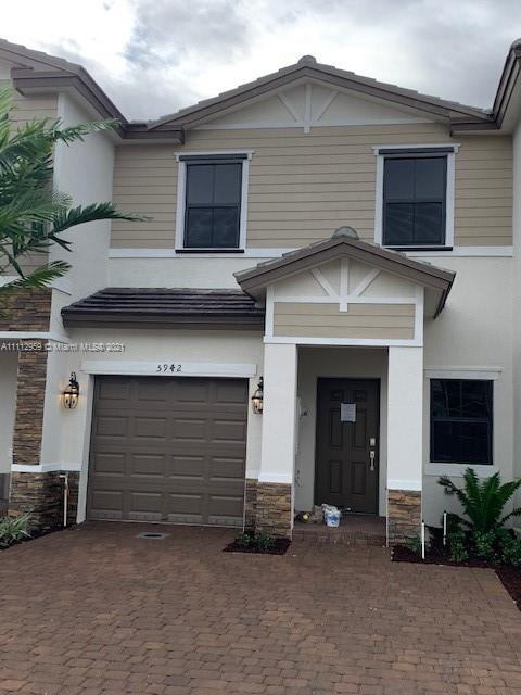 5942  Mustang Manor #5942 For Sale A11112959, FL