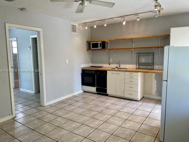 345  Michigan Ave #11 For Sale A11107038, FL