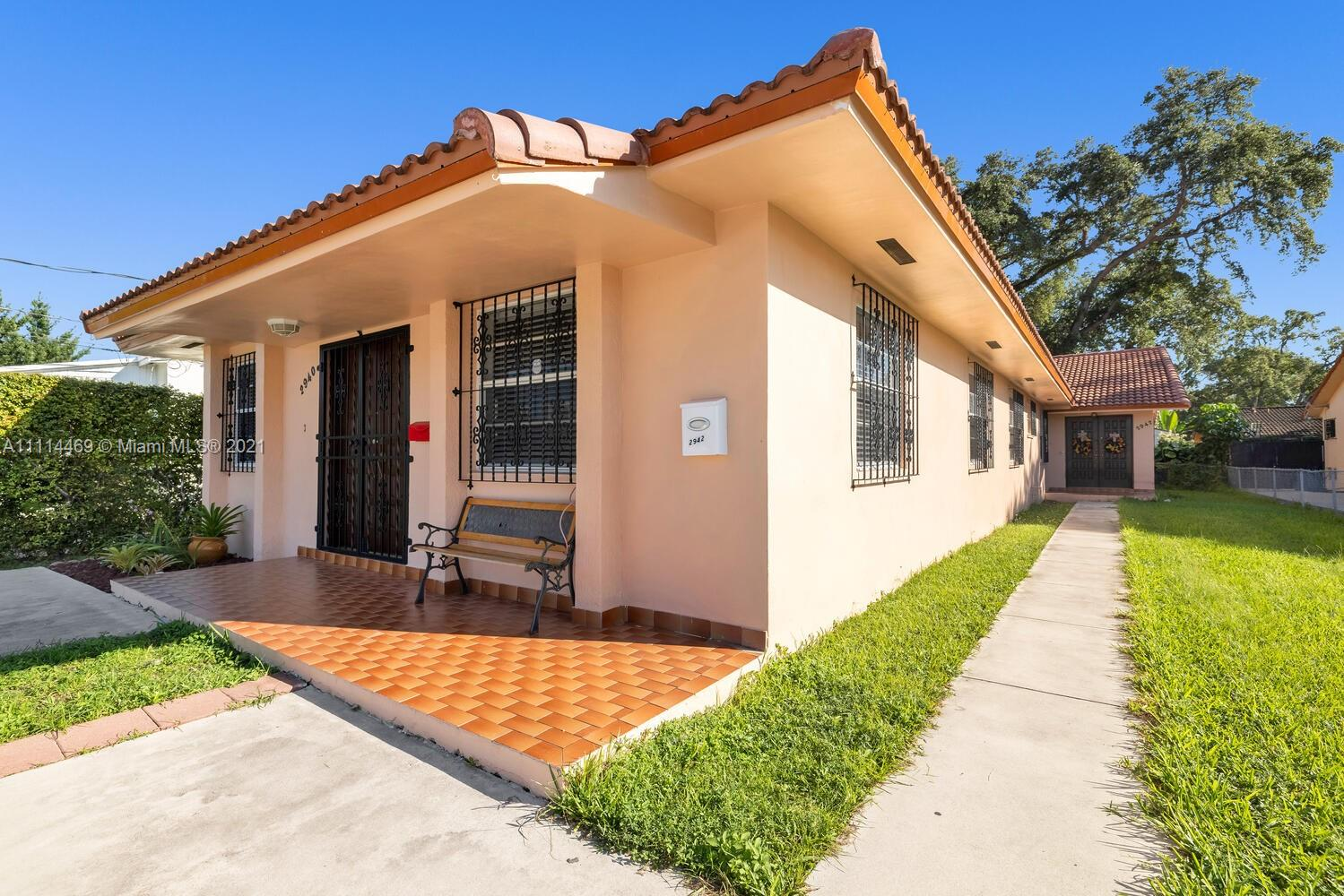 2940 SW 25th St  For Sale A11114469, FL