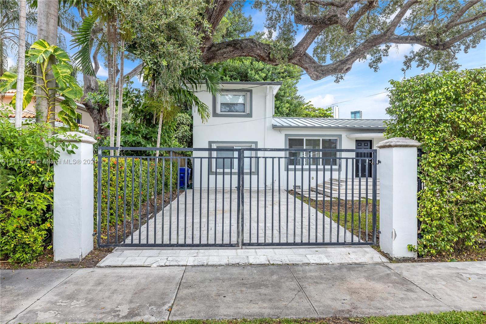 135 SW 22nd Rd  For Sale A11114775, FL
