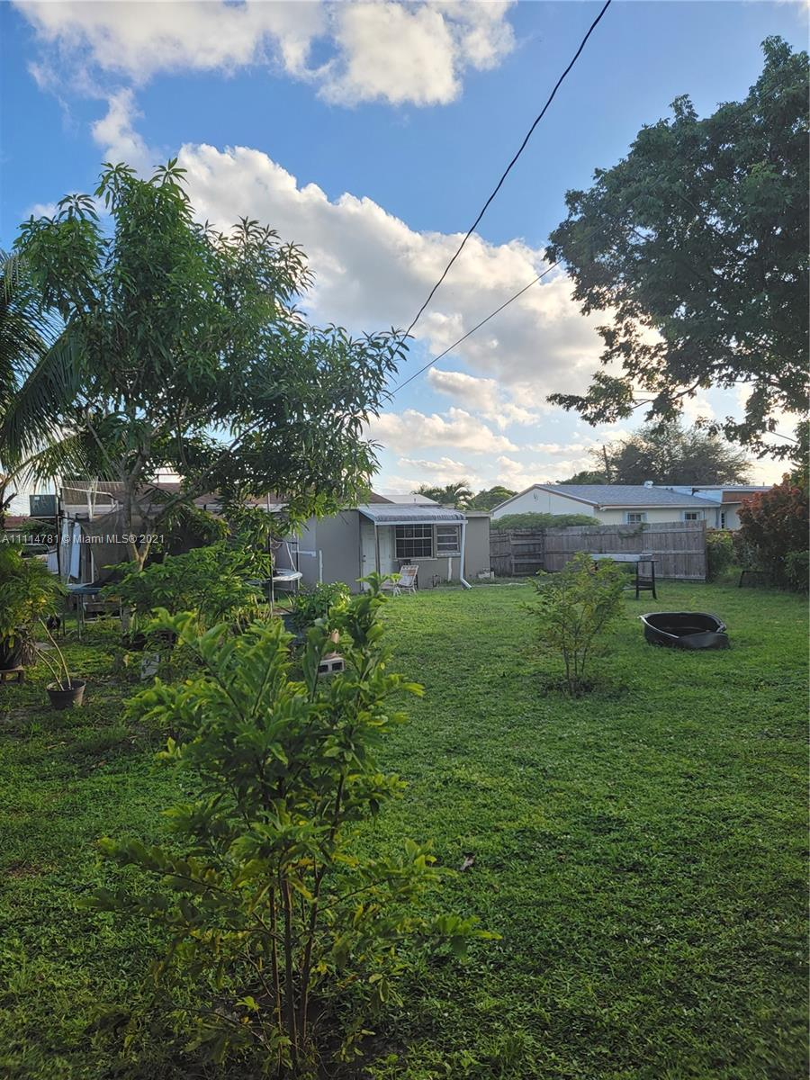 2415  Plunkett St  For Sale A11114781, FL