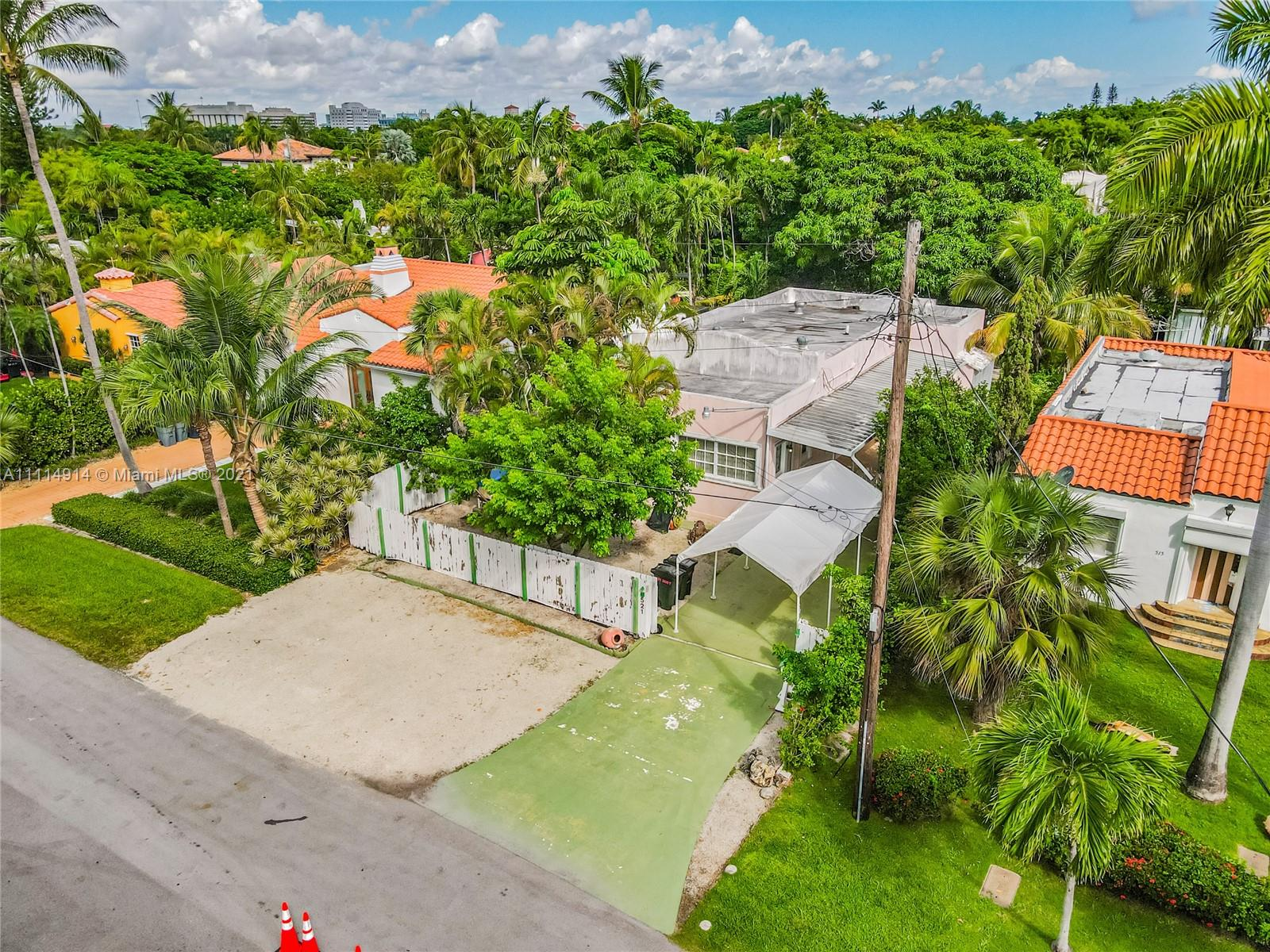 521 W 30th St  For Sale A11114914, FL