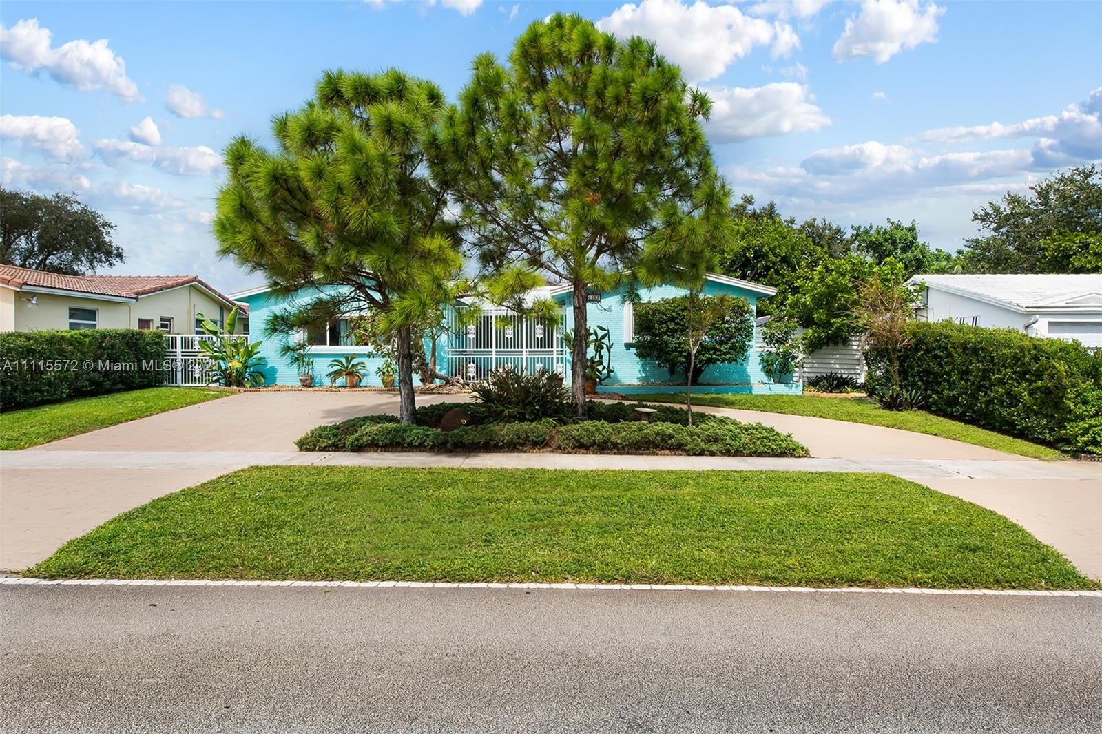 5507 W Park Rd  For Sale A11115572, FL