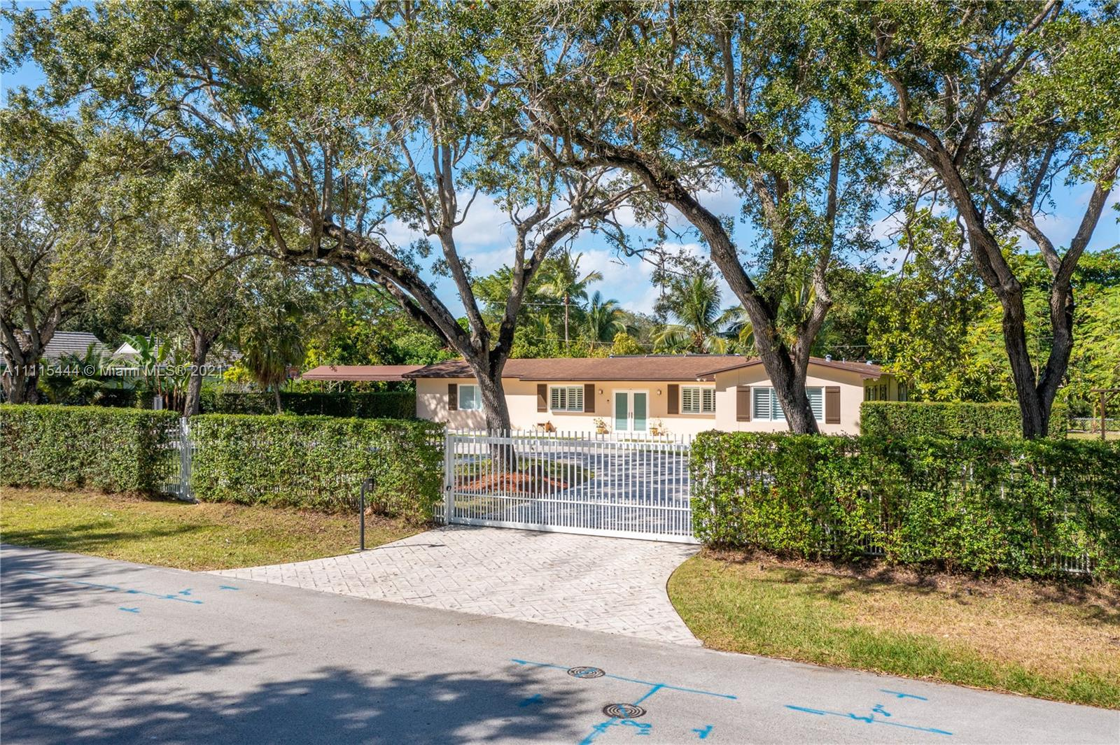8761 SW 97th Ter  For Sale A11115444, FL