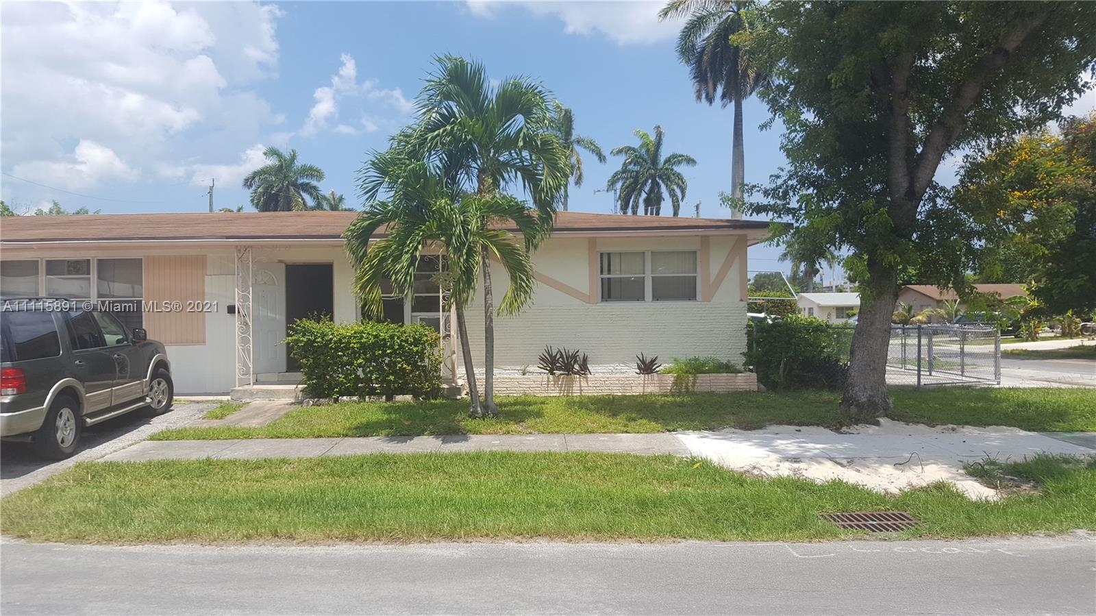 232 SW 10th St #1-2 For Sale A11115891, FL