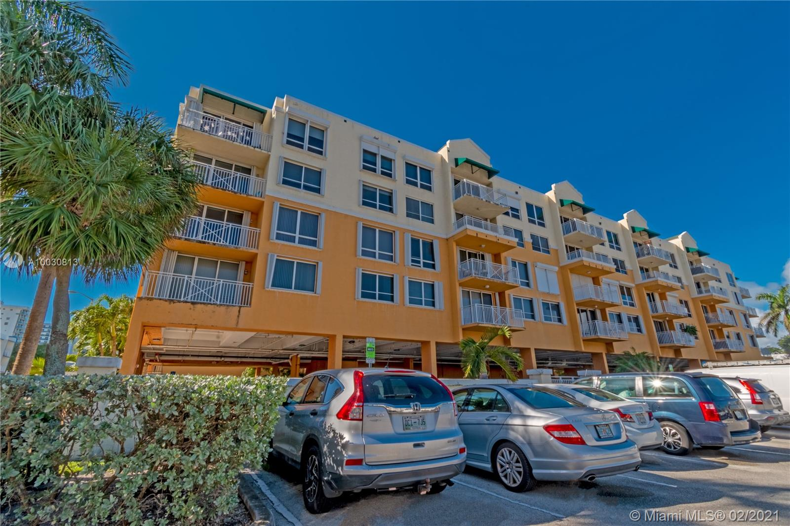 2642  Collins Ave #416 For Sale A10030813, FL