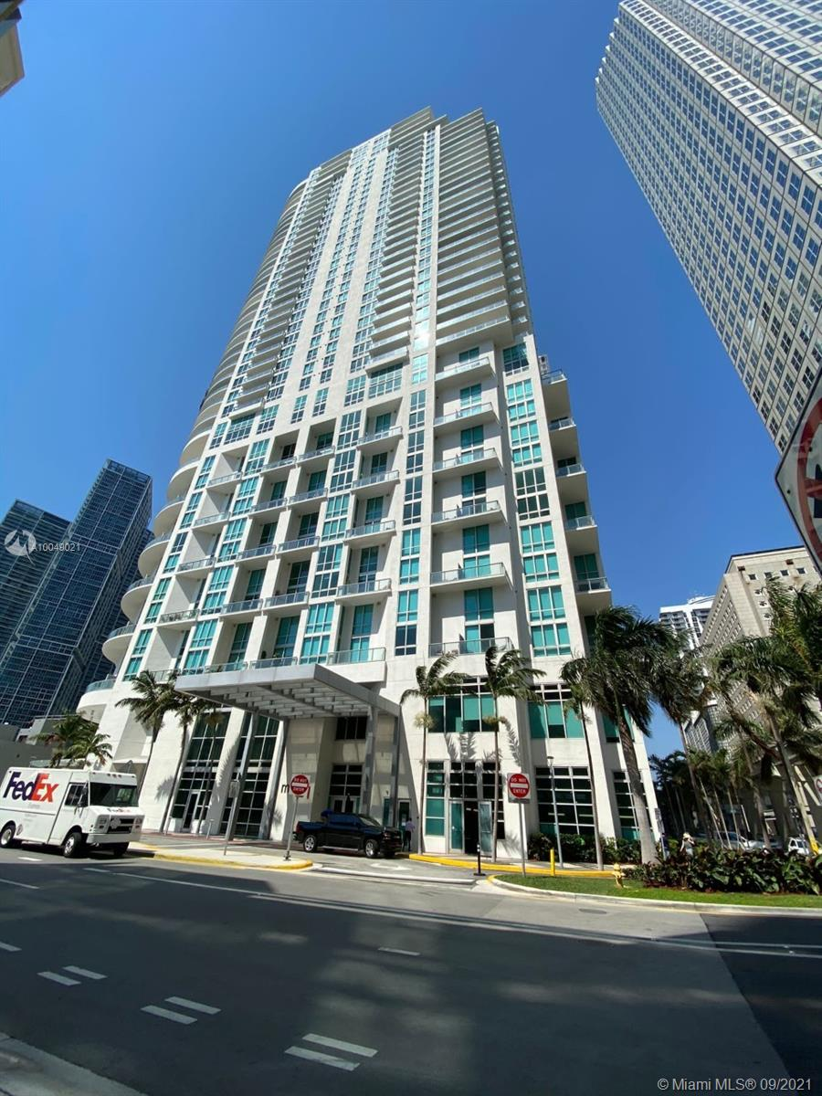 Lovely 1bed/1bath unit located in the heart of Downtown. Walking distance to AA Arena, Bayside and Museum Park.  Amenities include pool, Jacuzzi, gym, business center,24-hr concierge, & valet.