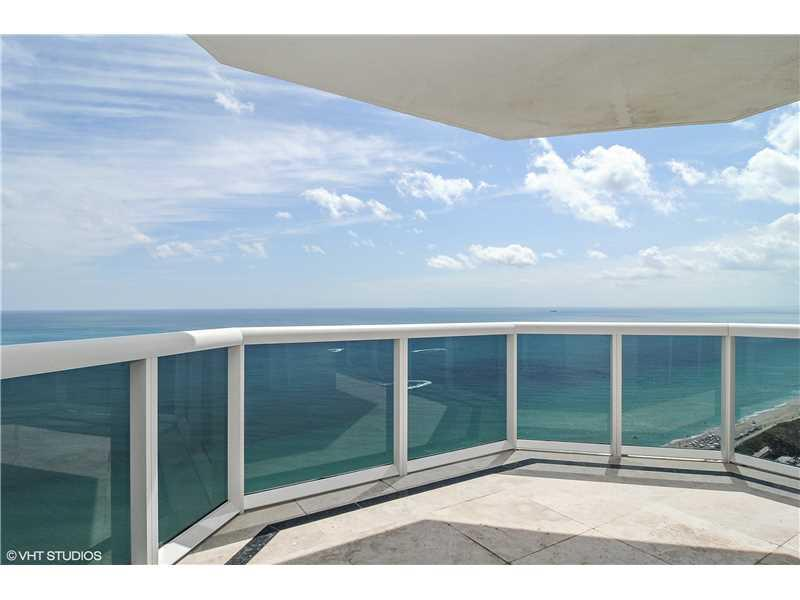 THIS 3BEDROOM/3BATH GREEN DIAMOND RESIDENCE OFFERS SPECTACULAR UNOBSTRUCTED SE VIEWS OF OCEAN, CITY AND BAY FROM THE 31ST FLOOR. THIS APARTMENT FEATURES 1980 INTERIOR SF, MARBLE FLOORS THROUGHOUT, MARBLE BATHS, GRANITE KITCHEN COUNTERTOPS, FLOOR TO CEILIN G GLASS WINDOWS AND 2 TERRACES. BUILDING OFFERS 1ST CLASS AMENITIES: 24HR SECURITY, VALET, CONCIERGE, TENNIS COURT, LARGE POOL & TOWEL SERVICE, CAFE/MARKET WITH ROOM SERVICE, A 16,000SF OCEANSIDE CLUBHOUSE/SPA, GYM, PERSONAL TRAINERS, FREE YOGA, PILATES,