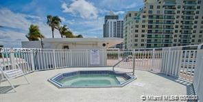 5005 Collins Ave  211