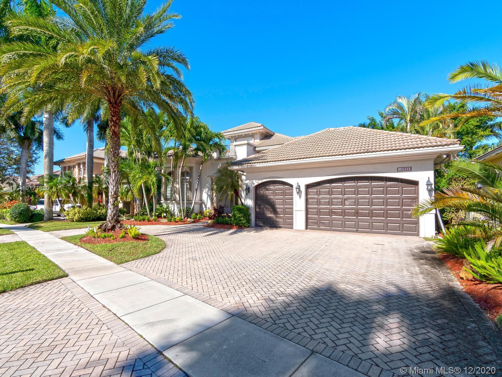 10889 Blue Palm St, Plantation, FL 33324